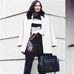 Calvin Klein Tasche, schwarze Mom Jeans und Bianco