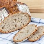 Einfaches Brot mit Sauerteig