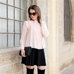 Romantic Blouse meets Overknee Boots
