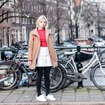 Roter Sweater in Amsterdam