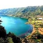 Çilek Kokan Şirin İtalyan Köyü: Lago Di Nemi