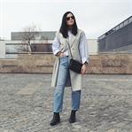 Frühlingsoutfit mit Streifen-Bluse und Mom-Jeans