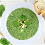 Frühlingsrezept: Pastinaken-Spinat-Suppe mit Ei