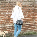 Outfit: Embroided Jeans, Statement Sleeves, Sneake