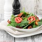 Spinatsalat mit gebratenen Kartoffelwürfeln