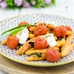 Süßkartoffel-Schupfnudeln mit Bärlauch und Tomaten
