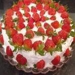 Çilekli Pasta Tarifi Doğum Günü Pastası