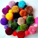 Rengarenk Ponponlardan Dekoratif Puf
