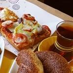Kahvaltılık Sucuklu Mini Pizza Tarifi