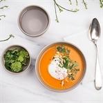 Paprika Karottensuppe mit pochiertem Ei