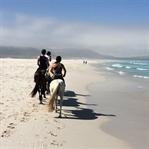 Reiten am Noordhoek Beach in Südafrika