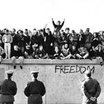 Sosyal Medya Örgütlense Berlin Duvarı Yıkılır Mı?