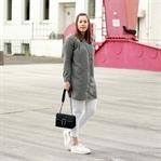 Bestickte Bluse im Skandinavien-Stil
