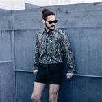 Fashion Trend | College-Jacke zu Shorts und Sandal