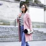 Frühlingsoutfit: Rosa Mantel, Mom Jeans & Pumps