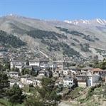 Gjirokaster: UNESCO Stadt mitten in den Bergen