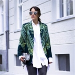 LACE UP JEANS, VINTAGE BLAZER & PUMPS WITH PEARLS