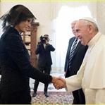 Melania Trump'ın Papayla Tanışma Kombini