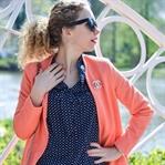 Outfit: Korallfarbener Mantel & pinke Satin Pumps