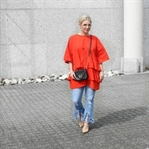 OUTFIT: RED RUFFLE BLOUSE & FRINCHED JEANS