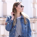 Outfit: Weekend Vibes in Jeansjacke mit Patches