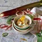 Vanille-Eis mit Rhabarber und Karamellbruch