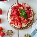 Veganer Erdbeerkuchen mit nur 5 Zutaten