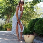 Easy Stripes - How To Wear A Maxi Skirt?