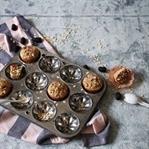 Frühstücks-Muffins mit Haferflocken und Beeren