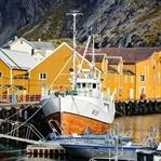 Nusfjord - Perle in rot und gelb auf den Lofoten