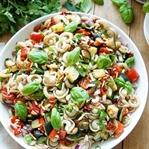 Sommer Nudelsalat mit geröstetem Gemüse