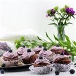 Violet Velvet Cupcakes mit Frischkäse-Topping