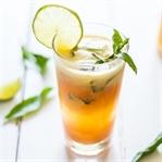 Zuckerfreier Sommer Drink mit Ananas und Papaya