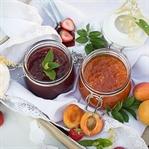 Erdbeer- und Marillenmarmelade mit Rum