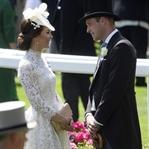 Kate Middleton: Beyaz Alexander McQueen Elbise