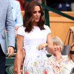 Kate Middleton: Catherine Walker çiçekli elbise
