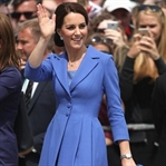 Kate Middleton: Catherine Walker Mavi Manto