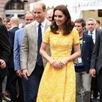 Kate Middleton: Jenny Packham elbise & Hugo Boss ü