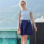 Outfit: Ausgestellter Rock und Bluse mit Cutouts