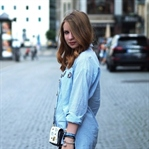 OUTFIT: BLAU-WEISS GESTREIFTE BLUSE MIT PATCHES