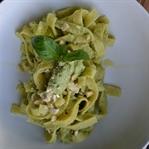 Pasta mit Avocado-Cashew Pesto