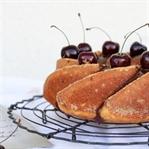 Topfengugelhupf mit Kirschen und Schokoglasur