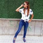 Nakışlı Ayakkabılar ve Yıldız Baskılı Gömlek