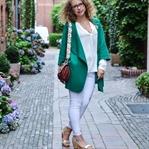 Outfit: Grüner Strick und Weiße Jeans