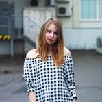 Outfit: schwarz-weiß kariertes Off-Shoulder Dress
