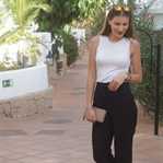 Outfit: Schwarze Paperbag Hose zu Crop Top & Heels