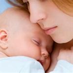Anne ile bebek Ten Tene Temas etmeli