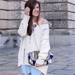 Hemdkleid und oversize Pullover mit Rissen