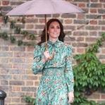 Kate Middleton: Prada gelincik desenli elbise