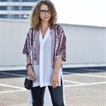 Outfit: Samtjacke, Longbluse und Platform Schnürer